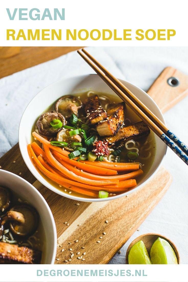 Ramen is een Japanse noedelsoep en wordt vaak gemaakt op basis van een bouillon van vis of vlees. Ik gebruikte droogde shii-take, wortel, bosuitjes en gebakken tofu. Het leuke van deze soep is dat je alles erop kan doen wat je maar lekker vindt! Wat dacht je van krokante tempeh, paprika reepjes, taugé of in knoflook gebakken spinazie?