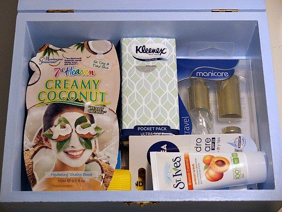Bride wedding kit item ideas. A DIY project from Oh Happy Day, filled with practical items to make the bride's wedding day run smoother.