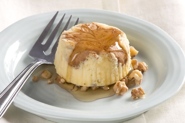 These Mini Maple-Walnut Cheesecakes are a hit in the Kraft Kitchens.  Creamy, luscious cheesecake gets an even richer flavour with the addition of maple syrup, maple-flavoured cookies and walnuts.
