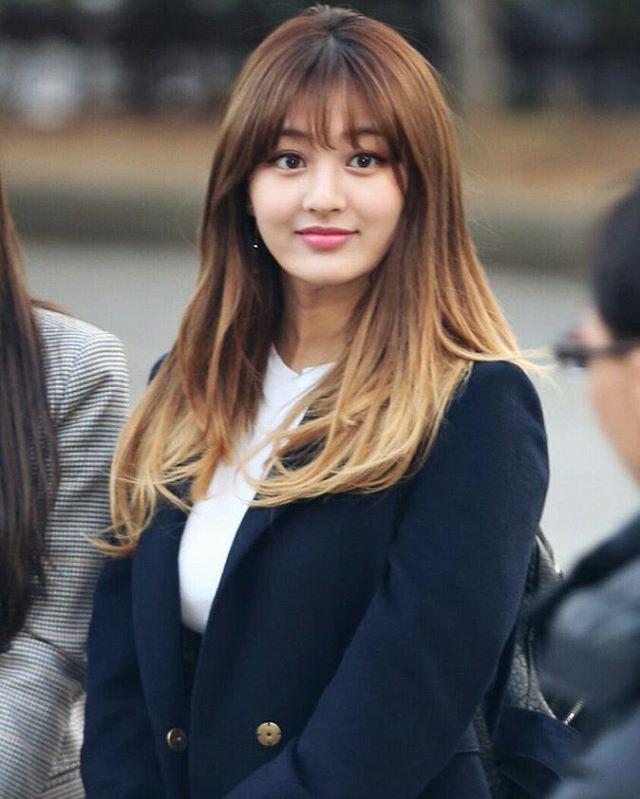 Jihyo! I love her hair!