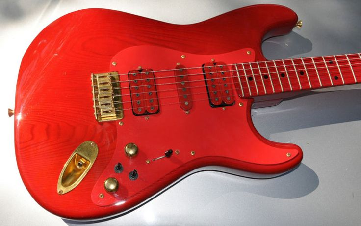 Bill Lawrence very red hardtail Strat from Japan