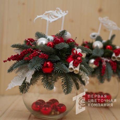 Новогодняя композиция в прозрачной вазе «Фея»
