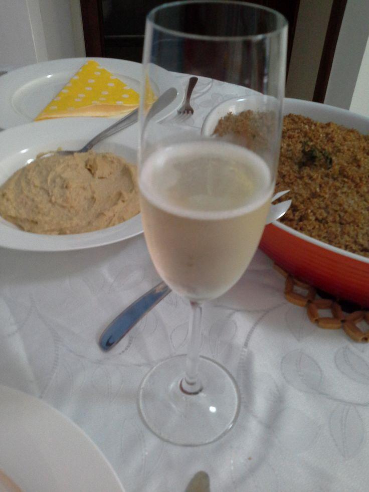 Almoço árabe - quibe de forno e homus
