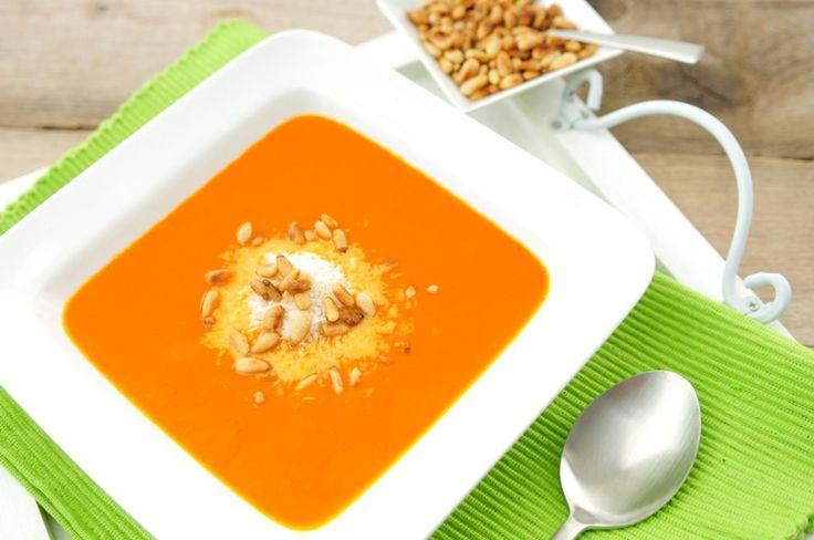 Een heerlijk gezonde soep snel op tafel zetten. Het kan met dit tomaten soep recept. Er gaan 5 preien in en flink wat tomaten. De tomatensoep bevat hierdoor veel vitamines en mineralen.