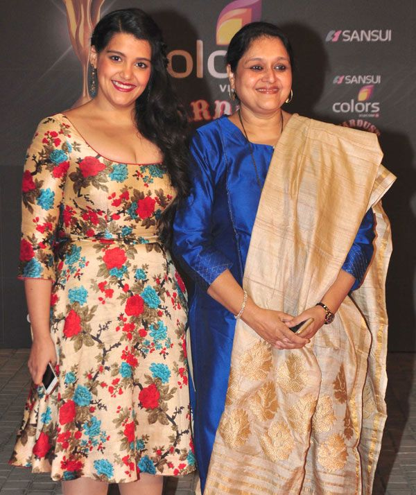 Sanah Kapur with mother Supriya Pathak at the Stardust Awards 2015. #Bollywood #StardustAwards2015 #Fashion #Style #Beauty #Desi #Cute