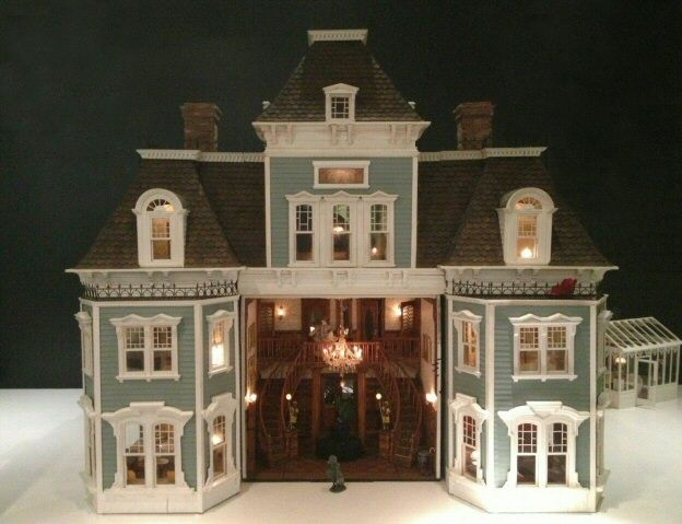 Victorian Dollhouse | Dollhouses | Toys | National Museum of Play Online Collections | the strong.org