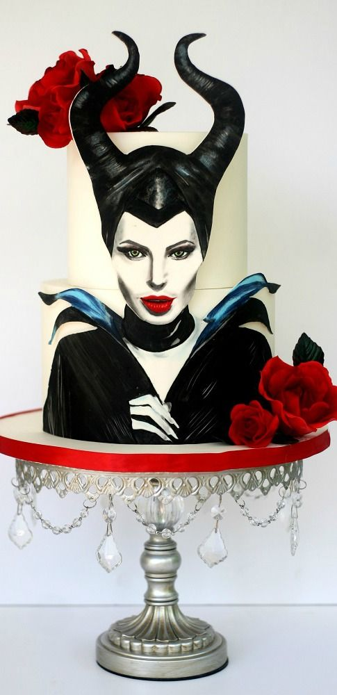 Maleficent Cake - Im not nearly skilled enough to ever try this but it is BEAUTIFUL!!!