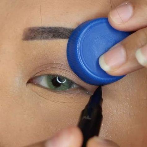 Perfekter Lidstrich: Mit diesem Trick gelingt der Eyeliner-Schwung