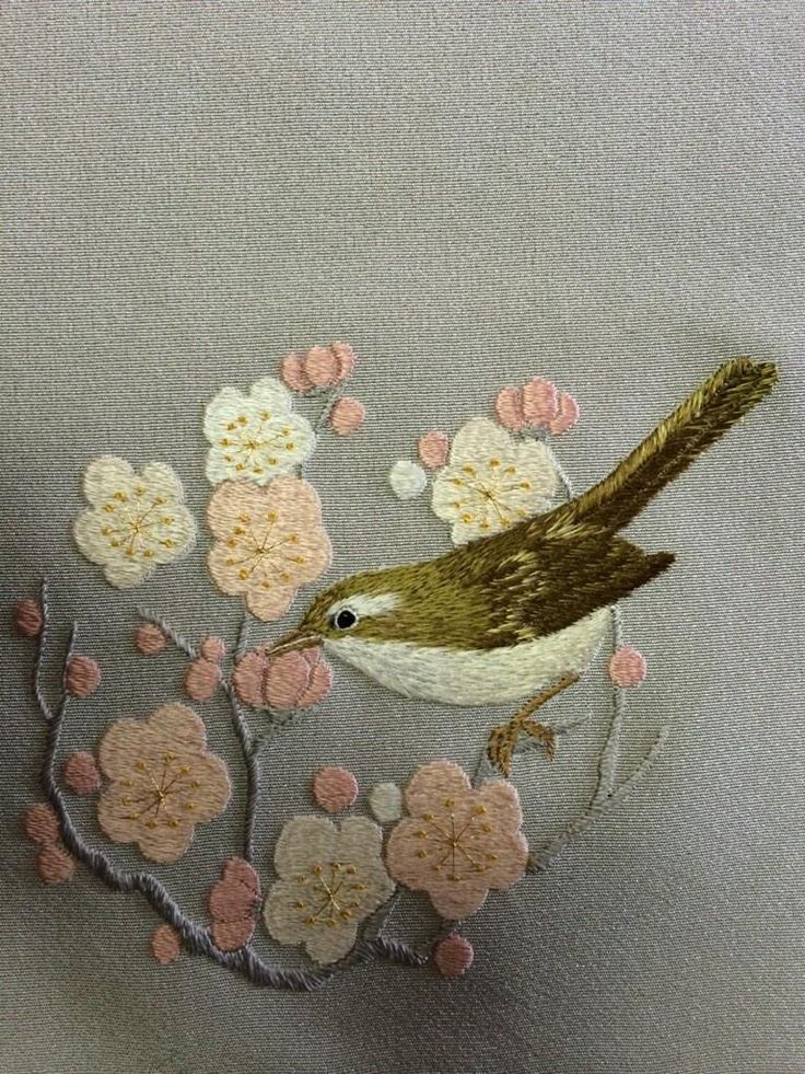 日本刺繍、梅にウグイス これは、ミニ色紙ですが、 着物にいれても素敵です pic.twitter.com/PYO5OSiOIm