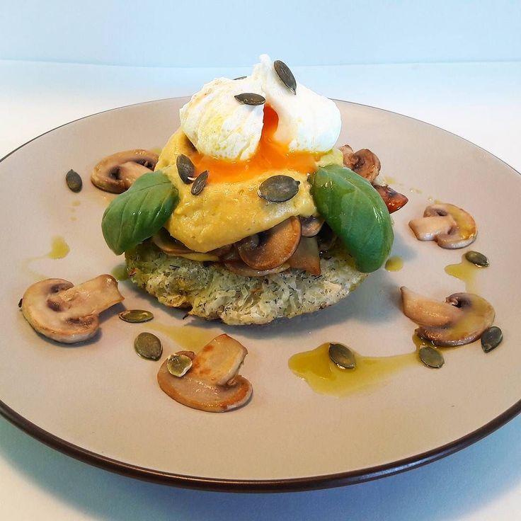 Rösti de patata amb xampinyons formatge cremós vegà i ou poche... Una autèntica delícia!  _____________ ____________ Rösti de patata con champiñones queso cremoso vegano y huevo poche... Una auténtica delícia!