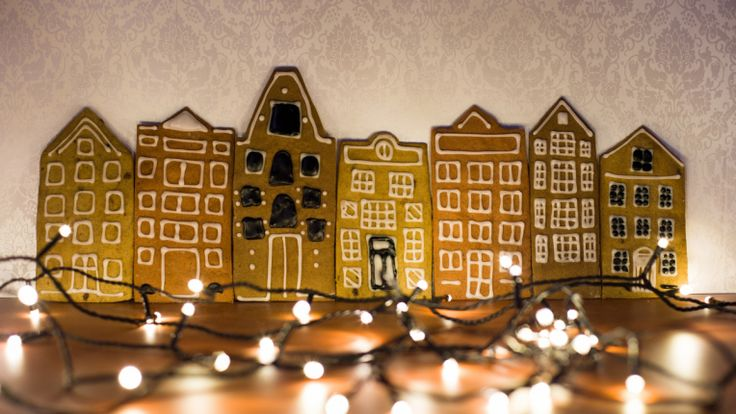 Not your regular gingerbread house, but some Amsterdam facades made of gingerbread.