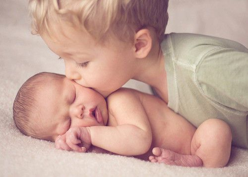 Could do this pic for either sister with big brother or big sister of the new babies