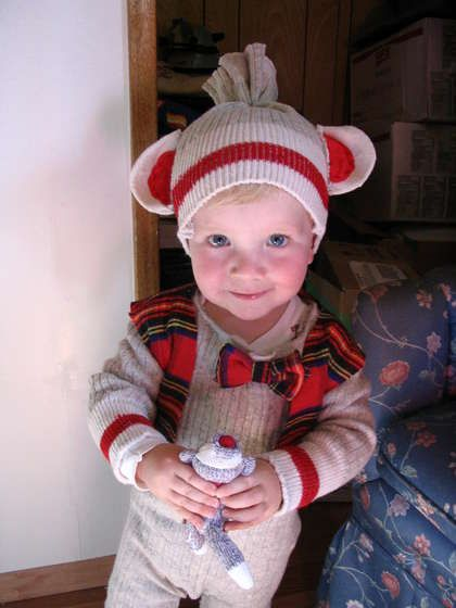 Tutorial on how to make a sock monkey costume...maybe for Halloween this year.  So cute!