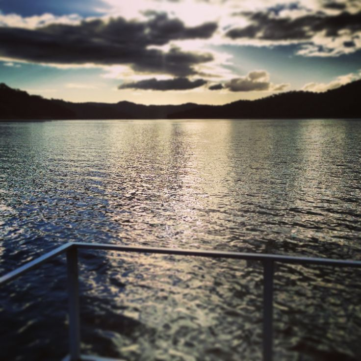 Cruising Lake Eildon