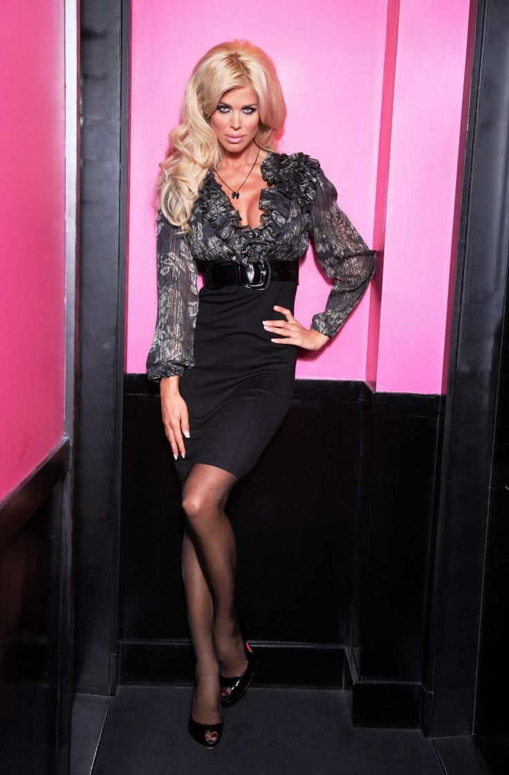 Victoria Silvstedt In Pantyhose Mini Skirt Victoria