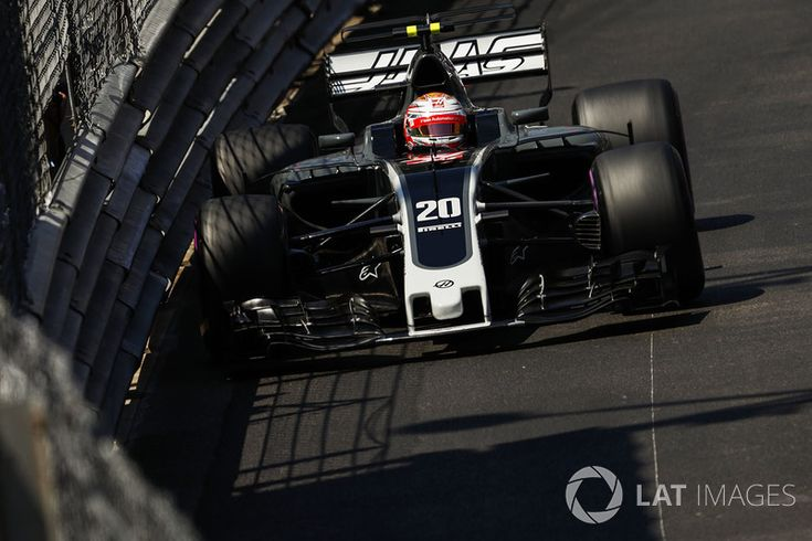 Kevin Magnussen, starts 11th Haas F1 Team VF-17