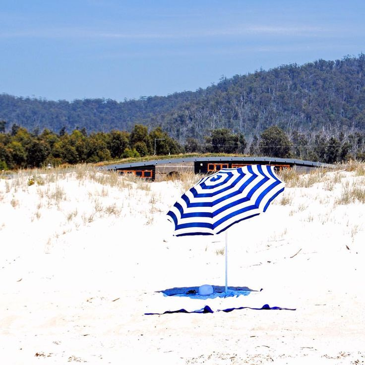 Malibu on the Beach is your destination holiday home on Tasmania's breathtaking east coast, conveniently located between Bicheno and the Bay of Fires #beachside #bythesea #malibuonthebeachtas