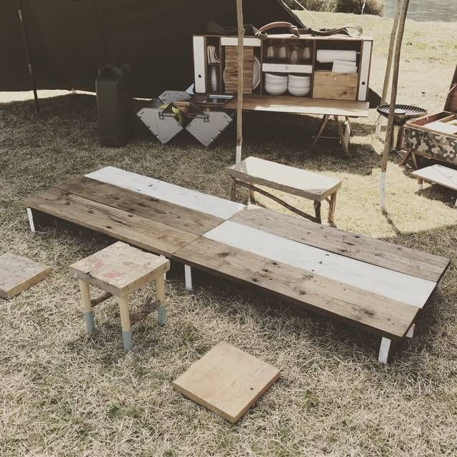 パレット廃材を利用して大きめの組み立て式ローテーブルを作成しました。早速キャンプに持っていきました。食事の机、撤収時の物置、そして寝る時は上にマットを敷きコットとして利用できるよう身長に合わせて大きさを決めました。