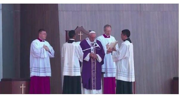 Francisco realizó multitudinaria misa en Ecatepec