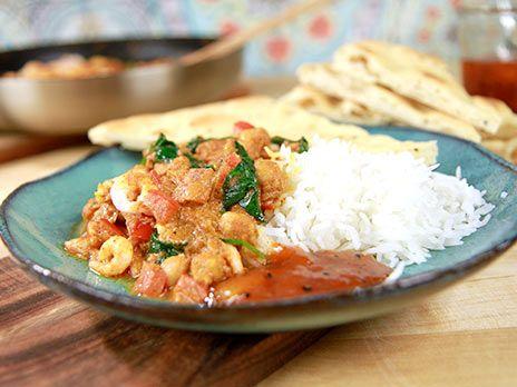 Het currysås med kikärtor och räkor | Recept.nu