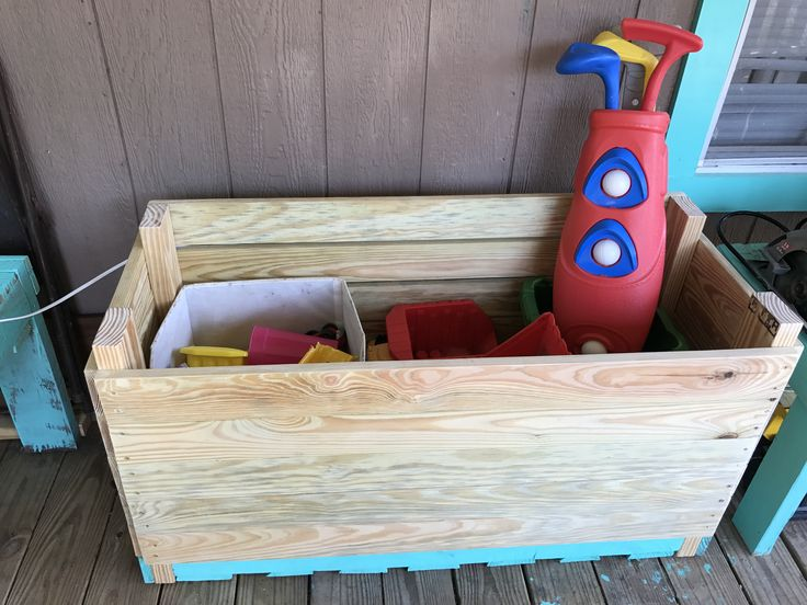 Pallet toy box! Using recycled pallet and 1x4s
