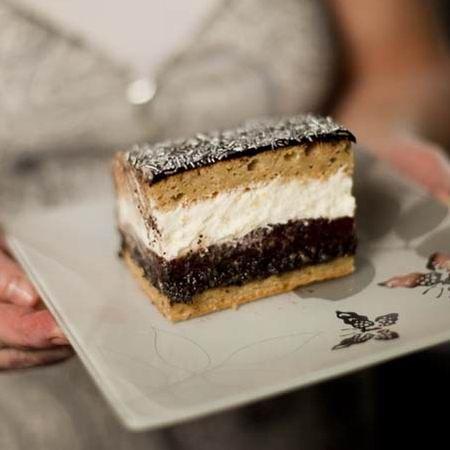 Egy finom Gyömbéres-szilvás-mákos sütemény mascarponekrémmel ebédre vagy vacsorára? Gyömbéres-szilvás-mákos sütemény mascarponekrémmel Receptek a Mindmegette.hu Recept gyűjteményében!
