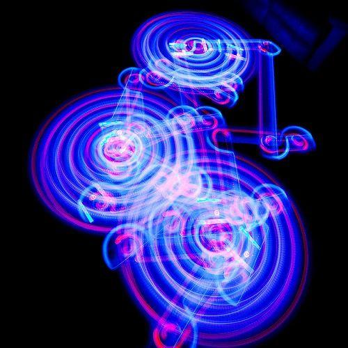 お掃除ロボット「ルンバ」の軌跡を長時間露光撮影