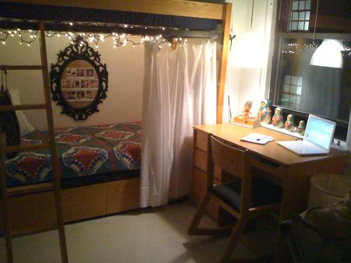 I'M OBSESSED WITH THIS. It's so neat and simple but I love the lights, the curtain over the bed, and the little cork board.