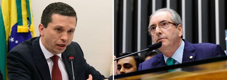 """O relator do processo de cassação do deputado Eduardo Cunha (PMDB-RJ) no Conselho de Ética, Fausto Pinato (PRB-SP), avisou à cúpula do conselho que sofreu uma ameaça em São Paulo; a informação foi anunciada nesta quinta (19) pelo presidente do conselho, deputado José Carlos Araújo (PSD-BA), e explicada pelo vice-presidente do conselho, deputado Sandro Alex (PPS-PR); """"Perguntei se ele ou alguém da sua família teve nos últimos dias constrangimento, ameaça, e ele disse que sim"""", afirmou Sandro…"""