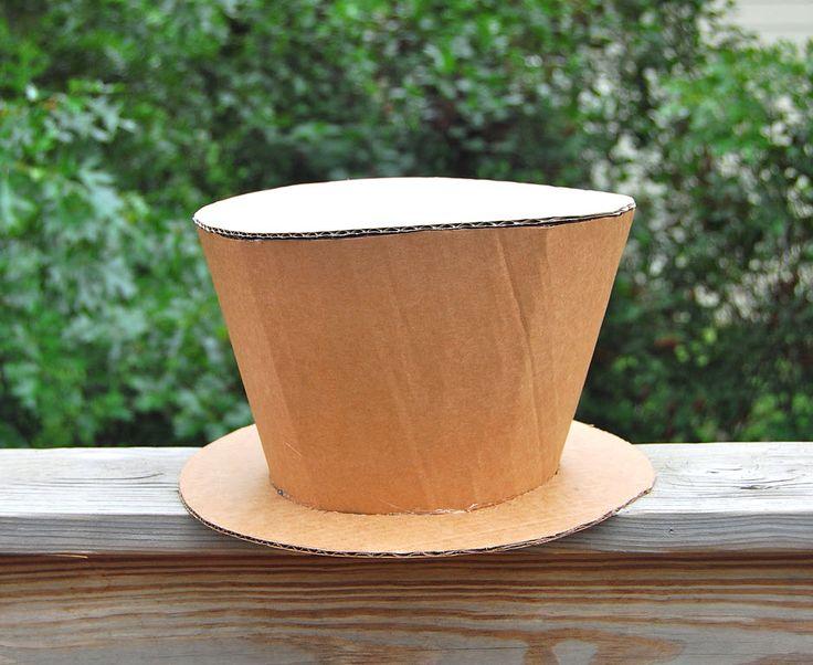 chapeau haut de forme en carton