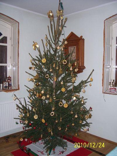 Kicsit+megint+lemaradtam+a+bejegyzéssel,+de+sebaj,+most+pótolom.Kezdjük+ott,+hogy+az+előző+bejegyzésem+24-én+reggelre+esett,+addigra+viszont+nálunk+már+feldíszített+karácsonyfa…