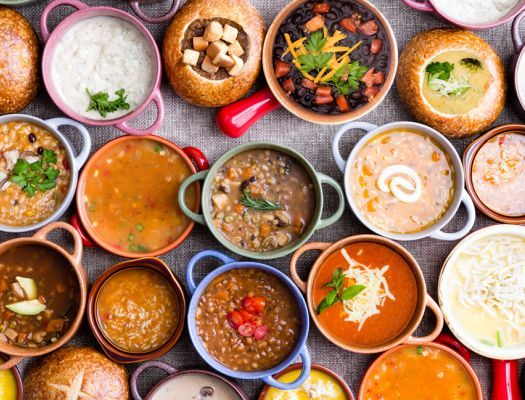 Фасолевый суп со шпинатом и луком-пореем. Куриный суп с рисом и клецками. Томатный суп с морепродуктами