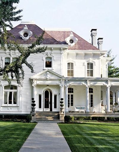 southern estate.: White Houses, Dreams Home, Dreams Houses, Beautiful, Interiors Design, Old Houses, Southern Home, Design Home, Wraps Around Porches