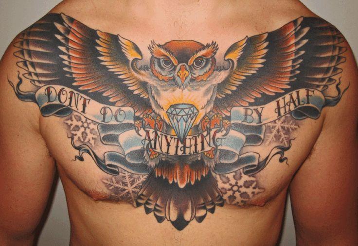 aguila con alas extendidas en el pecho