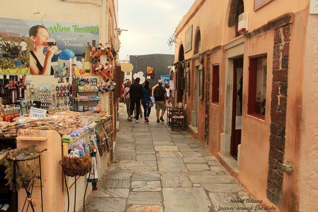 Relaxing walks around #Fira town!