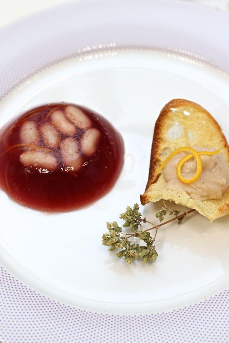 aspic di vino bianco all'arancia e crostino di pane e fagioli cannellini