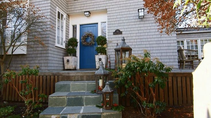 Outdoor Christmas Decorations: Front Porch Inspiration
