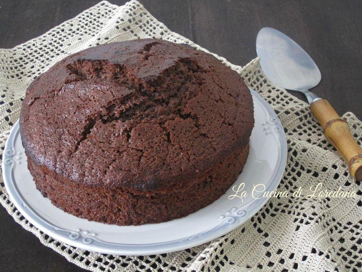 Un dolce soffice e leggero, anche se senza uova, burro e latte: Torta al cioccolato fondente, una deliziosa bontà per una colazione meravigliosa