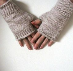 I don't want these... I neeeed these..... (free pattern) http://www.pinkbrutus.com/storage/Honey%20Comb%20Wrist%20Warmers.pdf