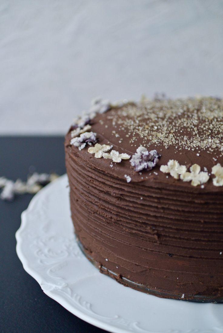 V pondělí jsem byla v redakci časopisu F.O.O.D., kde si fotili jeden můj dort a pak i mě. V únorovém vydání budeme oba slavní. Z focení mi zbyl čokoládový krém a tak jsem ho hned doma využila. Upat...