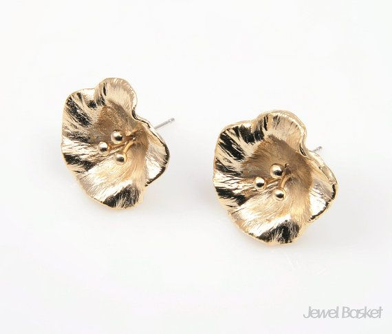 BMG030-E (2pcs) / Flower Earring, Ear Post / 19mm x 19mm  - 92.5 Sterling Silver Ear Post (No Allergy) - Matte Gold Plated (Tarnish Resistant) - Brass / 19mm x 19mm - 2pcs / 1pack - Enclosed Ear Clutch