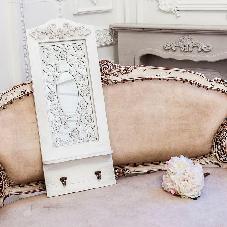 """С зеркалом """"Авиньон"""" откройте для себя элегантность исконного французского стиля. Великолепное зеркало обрамлено белой древесной рамой. Роскошная лепнина адресует это элегантное зеркало в разряд вечной классики. Его можно повесить над туалетным столиком, в ванной комнате или в прихожей, заведомо восхищая гостей Вашего дома.  #зеркало, #декор, #интерьер, #французскийстиль, #прованс, #provence, #mirror, #frenchstyle, #decor, #interior, #objectmechty"""