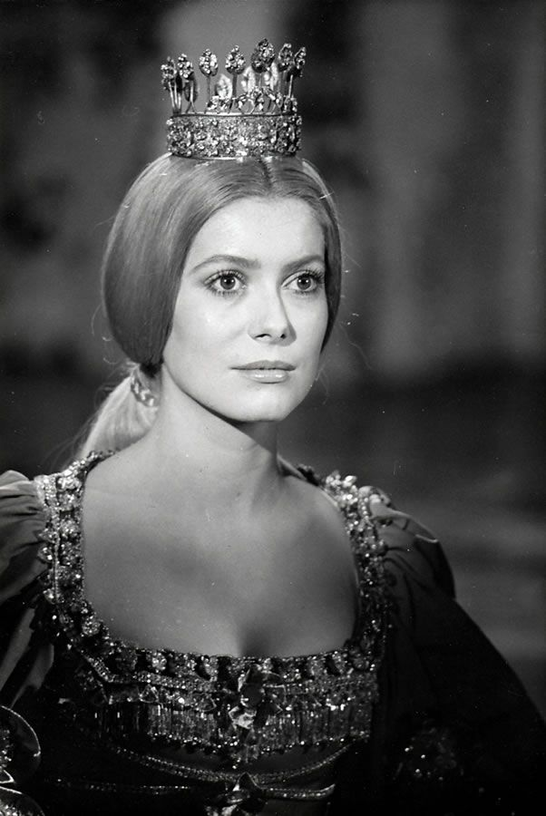 Catherine Deneuve - Peau d'Ane