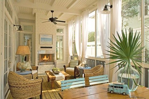 Love the high ceilings and palm frond in the vase./tropicgardenandhome.com