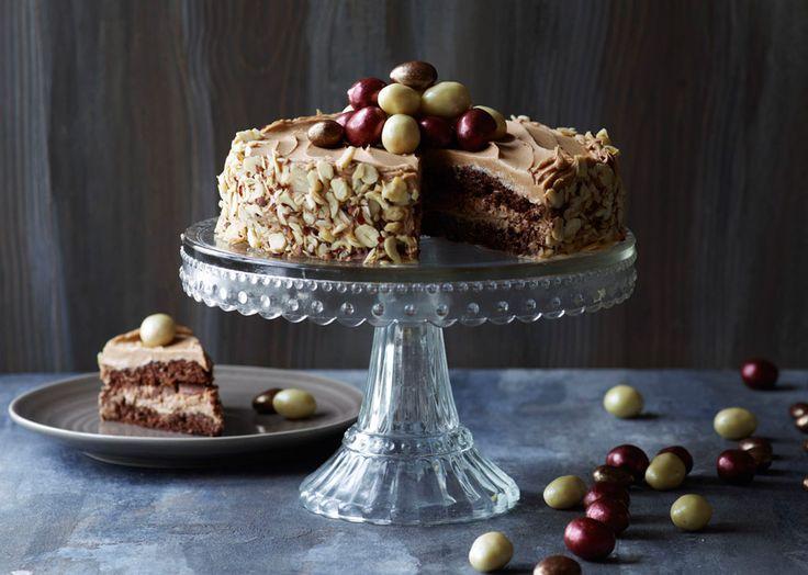 Nougatlagkage med knas - god opskrift til dessert og kaffen - Odense Marcipan