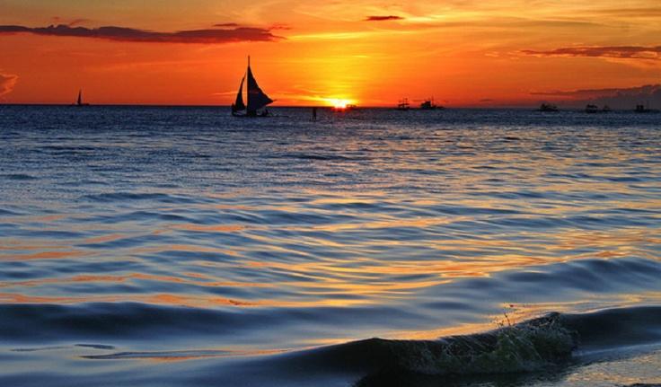 The Famous Boracay Beach Sunset! #itsmorefuninthephilippines #theboracaybeach www.boracaybeachrealestate.com