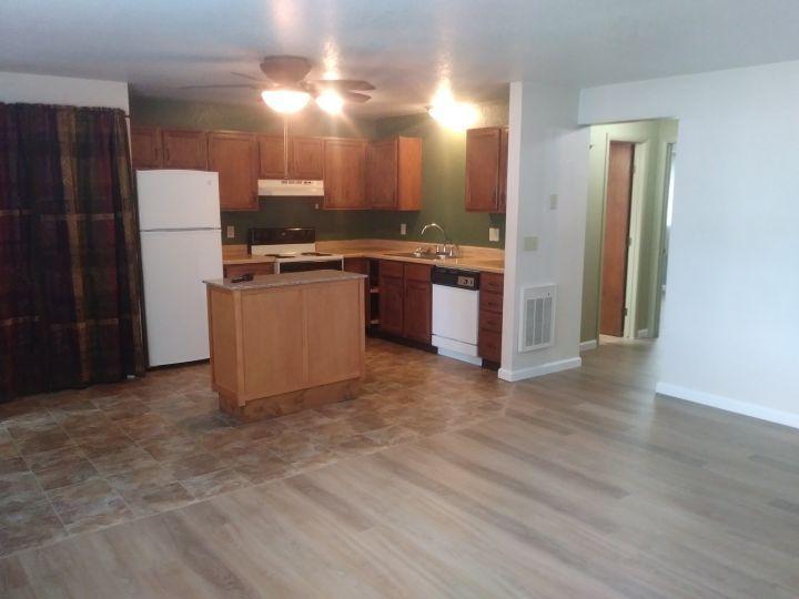 2 Bdrm Apartment In Heights W Garage Billings Mt Rentals Heights Condo New Flooring 2 Bedroom 1 Bath Condo With Dis In 2020 Apartments For Rent Apartment Rental