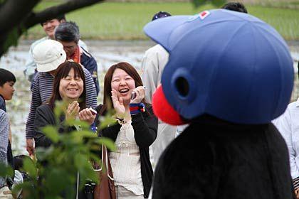 つば九郎の行くところは笑顔があふれる