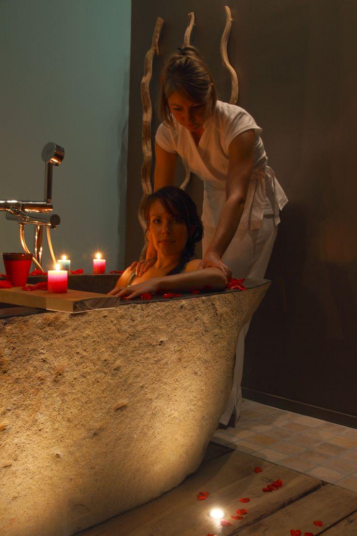 Relaxation du corps : Cérémonial autour du bain pour une détente sensorielle pour apaiser les tensions musculaires  #détente #spa #soins #cares #beautycares #soinsbeauté #bain #bath #beauty #wellness #wellnesscenter #bien-être