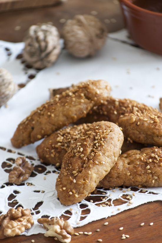 Greek Christmas honey dipped cookies, melomakarona, recipe by My Paradissi © Eleni Psyllaki